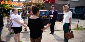 Minister Ollongren en burgemeester Han van Midden in Langdonk