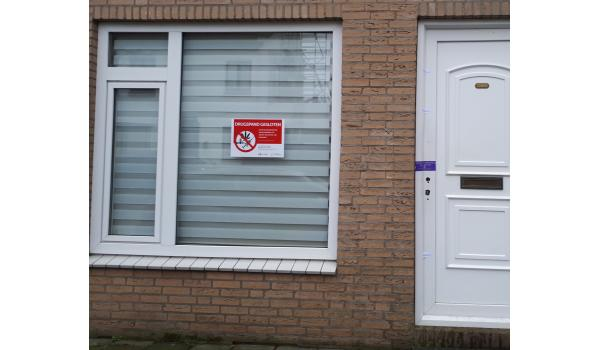 Burgemeester Jacques Niederer sluit per direct voor negen maanden de woning aan de Voorstraat waar een drugslaboratorium werd aangetroffen