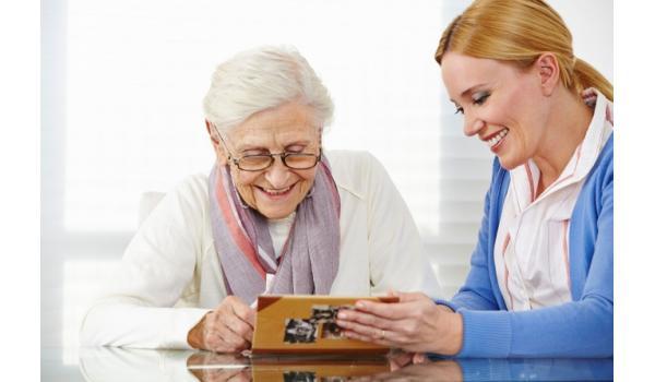 Oudere met dementie en haar mantelzorger