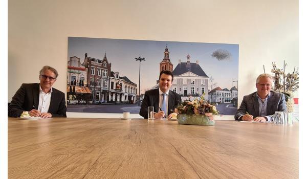 Burgemeester en wooncorporaties tekenen convenant